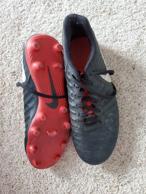 Mens size 8.5 soccer cleats for Sale in Prineville, OR