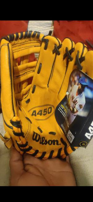 "Wilson baseball A450 11 "" for a person who throws with right hand for Sale in Tujunga, CA"