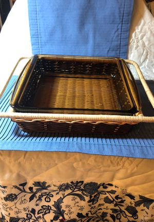 Pyrex 8x8 amber brown dish w/ basket. for Sale in Texas City, TX