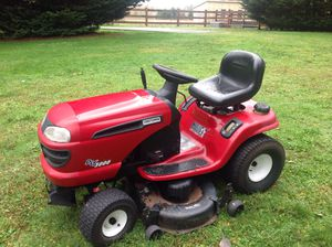 Craftsman riding lawnmower. Needs tuneup and possible carburetor. for Sale in Redmond, WA