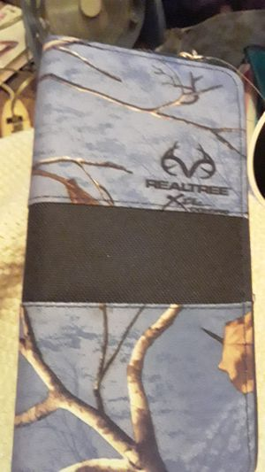 Realtree Purple Clutch for Sale in Akron, OH