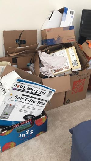 Various moving boxes and packing paper for Sale in Everett, WA