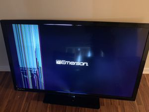 Broken Tv 50' smart tv Emerson for Sale in South Euclid, OH