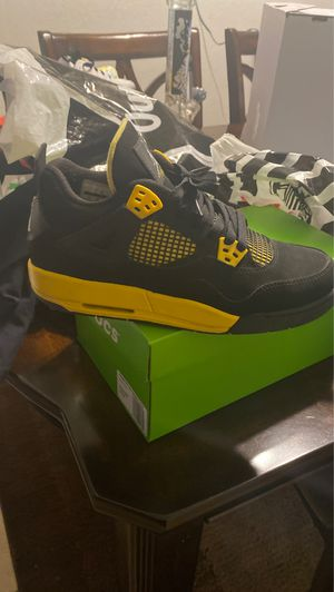 Thunder 4s size 7 for Sale in Stockton, CA