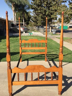 Twin bed frame in good condition for Sale in Fresno, CA