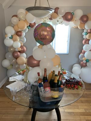 Balloon Garland and centerpiece for Sale in Long Beach, CA