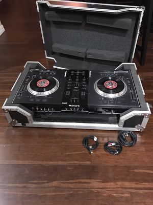Numark NS7 Dj equipment with case for Sale in Kissimmee, FL