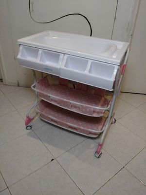 Baby changing table and bath for Sale in Pompano Beach, FL