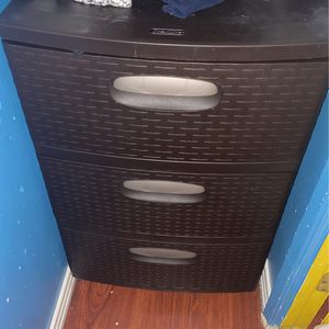 Brown Plastic Dressser for Sale in Perris, CA