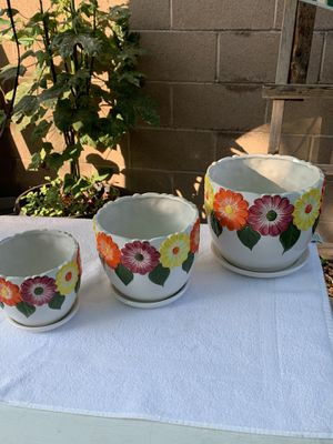 Flower pots set of three for Sale in Los Angeles, CA