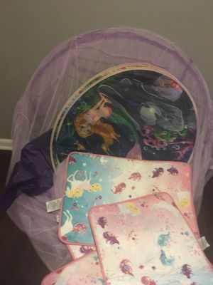 Little girl bed tent and rugs for Sale in Virginia Beach, VA