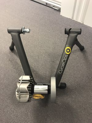 CycleOps Fluid2 Bike Trainer with Mat for Sale in Chicago, IL