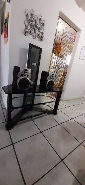 """T V stand up to 50""""+2 speaker s for Sale in Fort Lauderdale, FL"""