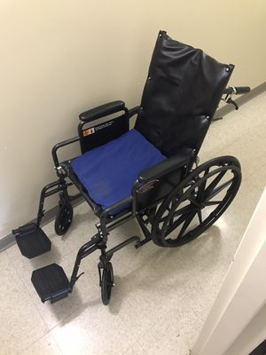 Everest and Jennings Wheelchair for Sale in DORCHESTR CTR, MA