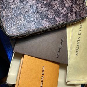 Authentic Louis Vuitton Zippy Wallet for Sale in Santa Ana, CA