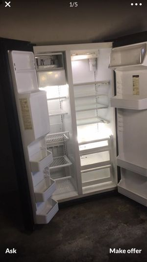 Side by side refrigerator freezer. Come and take free for Sale in Long Beach, CA