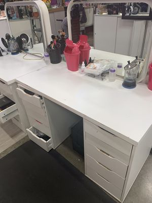 Makeup Vanity with light. for Sale in Sacramento, CA