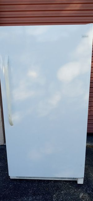 Frigdaire freezer larger size like new condition. Mfg October 2014. for Sale in Orlando, FL