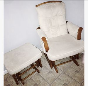Rocking chair & ottoman set for Sale in Chicago, IL