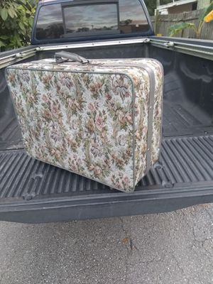 Lg suit case for Sale in NEW PRT RCHY, FL