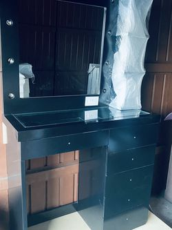 Black Vanity Mirror And Desk for Sale in Long Beach,  CA