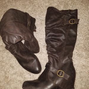 Wedge Boots Size 8 for Sale in Oklahoma City, OK