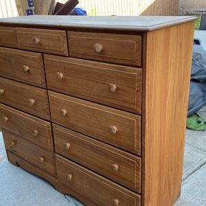 PENDING PICK UP Free Dresser for Sale in Carson, CA