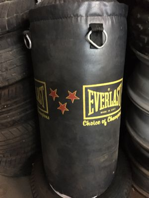 Everlast Punching Bag for Sale in Berea, OH