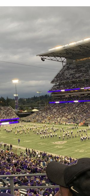 UW Huskies homecoming game vs Oregon Ducks face value for Sale in Puyallup, WA