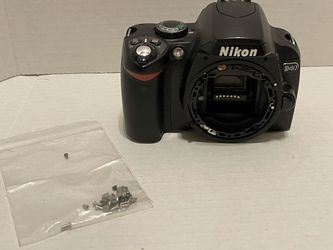 Nikon D40 DSLR digital camera body for parts /repair ~ missing pieces for Sale in Albany,  OR