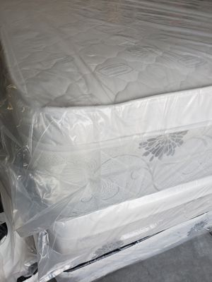 BRAND NEW factory wrapper QUEEN pillow top white set mattress HABLO ESPANOL for Sale in Las Vegas, NV