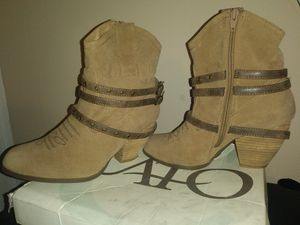 Sz 9 womens suede cato boots for Sale in Murfreesboro, TN