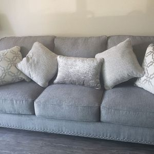 Grey Couch With Pull Out Queen Bed for Sale in Fountain Valley, CA