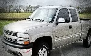 ֆ14OO O4 CHEVY SILVERADO 4WD for Sale in Beverly Hills, CA