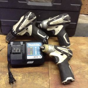 Makita 12 V drill impact and a different 12 V charger for Sale in Columbus, OH