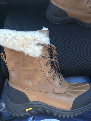 Size 8.5 women ugg boots snow or rain for Sale in Maywood, CA