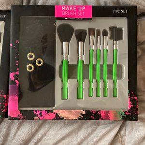 Make Up Set Brushes for Sale in Victorville, CA