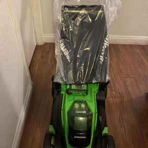 """(Brand New)GreenWorks G-MAX 40V 17"""" Brushed Mower With Battery And Charger for Sale in Las Vegas, NV"""