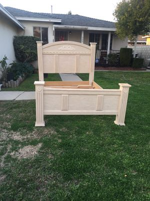 Queen bed frame for Sale in Hacienda Heights, CA
