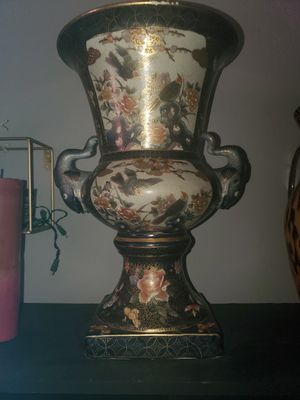 Antique Vase for Sale in El Cajon, CA