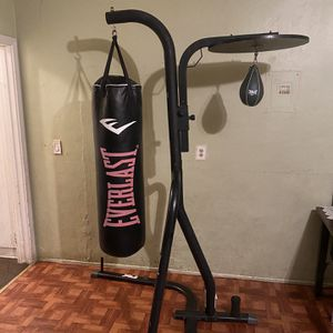 Everlast Boxing Stand With Heavy Bag And Speed Bag for Sale in Buena Park, CA