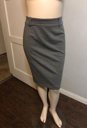 Pencil Skirt / falda con abiertura atras for Sale in Los Angeles, CA