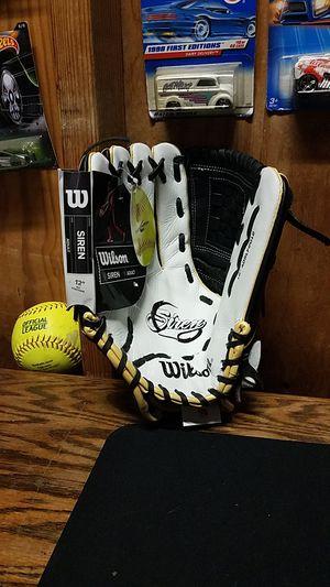 "Wilson Siren Softball Glove Series, 12"" for Sale in Santa Fe Springs, CA"