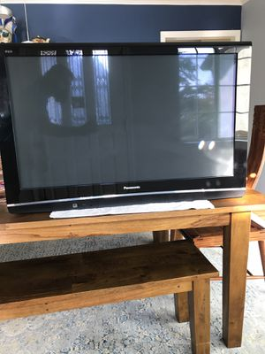 """Panasonic 42"""" Plasma and Wall Mount for Sale in Los Angeles, CA"""