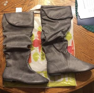 SZ 8 1/2 Grey Scrunch Boots - NEW No Box for Sale in Chickamauga, GA