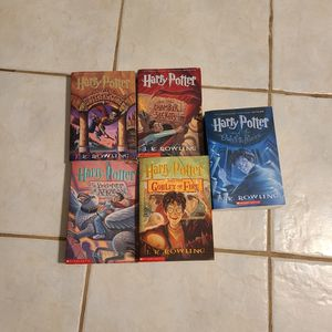 5 Free Harry Potter Books in Sunrise for Sale in Fort Lauderdale, FL