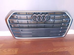 2017-2019 AUDI Q5 / SQ5 Front Bumper Grille Full Chrome Insert OEM Used for Sale in Wilmington, CA