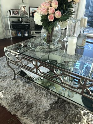 Elegant dreamy mirrored coffe table . for Sale in Miami, FL