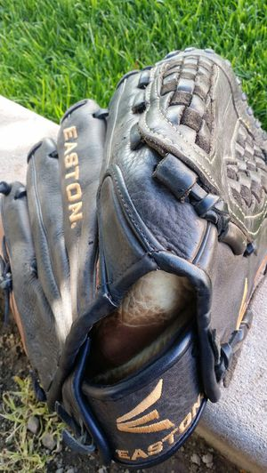 "EASTON 12""1/2inch RVFP SOFTBALL GLOVE for Sale in Litchfield Park, AZ"
