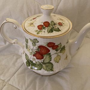 Queens Rosina Teapot Virginia Strawberry for Sale in Randolph, MA